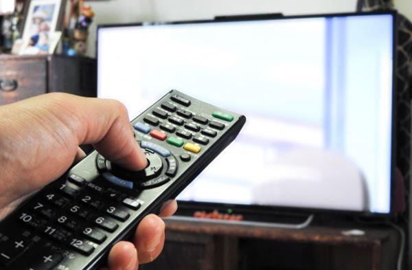 テレビの音が聞きづらい時は、補聴器より字幕が便利って本当?